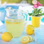 <b>Стоит ли пить воду с лимоном по утрам?</b>