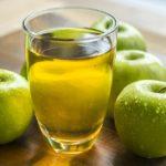 <b>Полезно ли пить яблочный сок?</b>