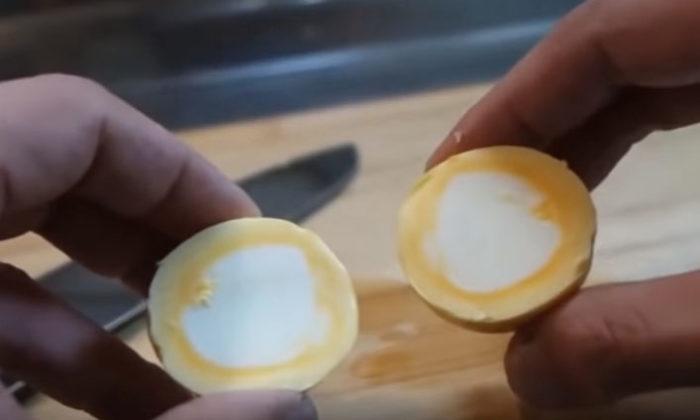 Как сварить яйцо желтком наружу?
